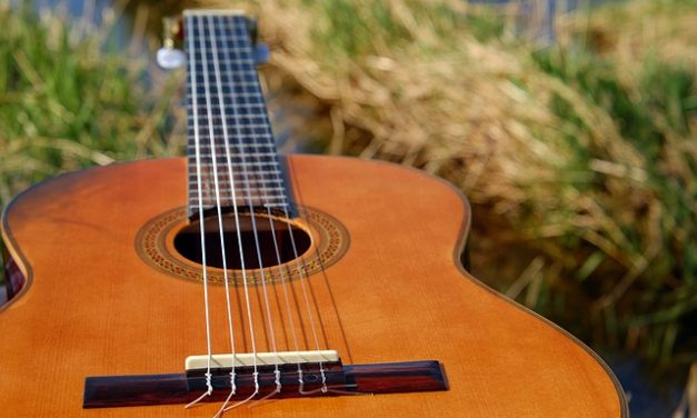 Ultimate Acoustic Guitar Buyers Guide: How To Choose A Great Guitar